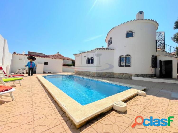 Casa independiente con piscina privada en el centro de miami platja