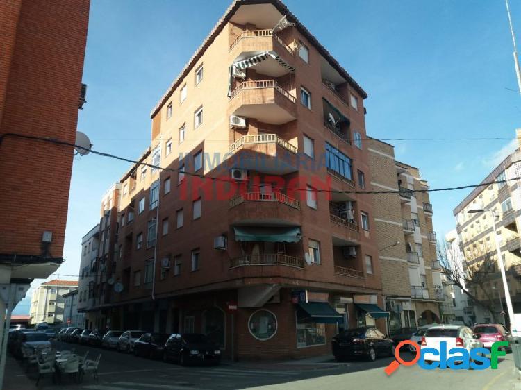 Piso de 122 m2 útiles con 4 dormitorios situado cerca del parque del paseo de la estación (navalmoral de la mata)