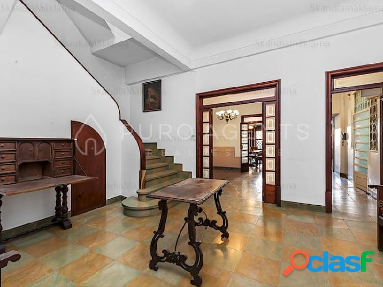 Casa con galería de arte venta en casco antiguo, palma. inmobiliaria mallorca puro agents