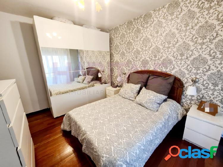 Piso en venta en tejares de 3 dormitorios, salón, cocina, baño, aseo y plaza de garaje.