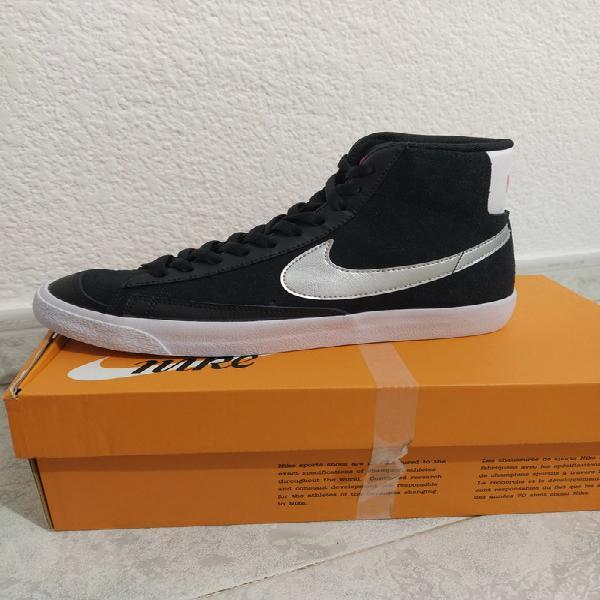 Nike blazer negras