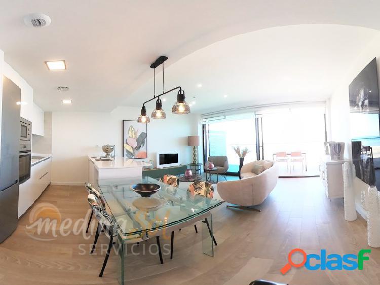 Apartamento con terraza y espectacular urbanización en primera línea de playa