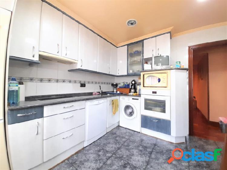Aikel te presenta este piso de 3 habitaciones situado en la mejor zona de beraun, un barrio de rentería que cuenta con todos los servicios y comodidades para el día a día, además de tener muy