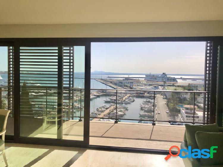 Paseo marítimo se alquila magifico apartamento con vistas panorámicas a la bahía y puerto deportivo.