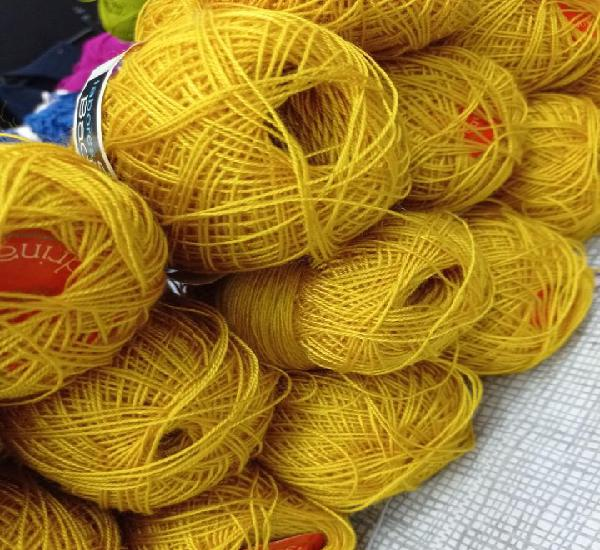 15 ovillos crilenca. 50 gramos de salas y badrinas. amarillo