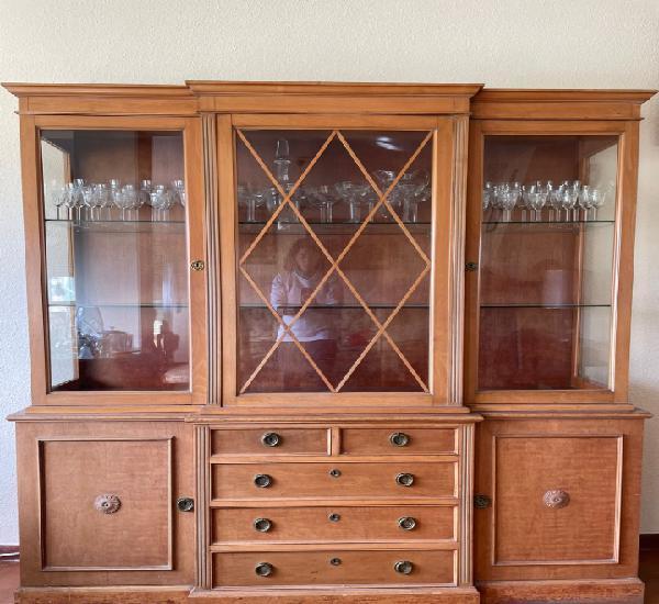 Mueble vitrina madera maciza estilo inglés