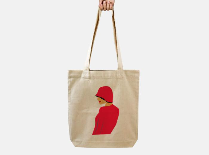 Bolsa chica con sombrero rojo
