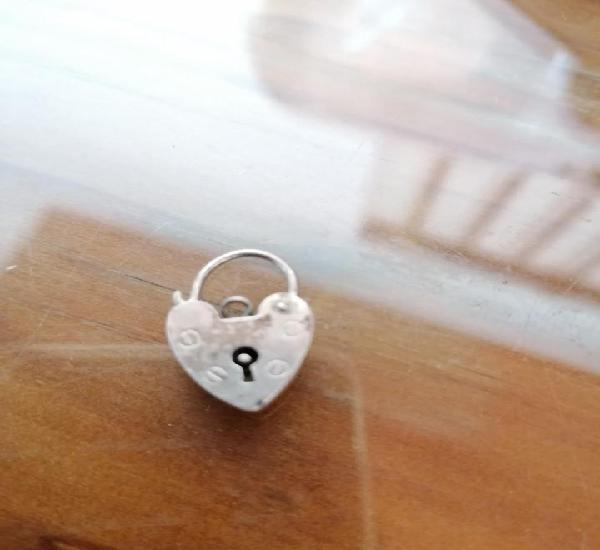 Corazon candado pequeño de plata para cadena o pulsera