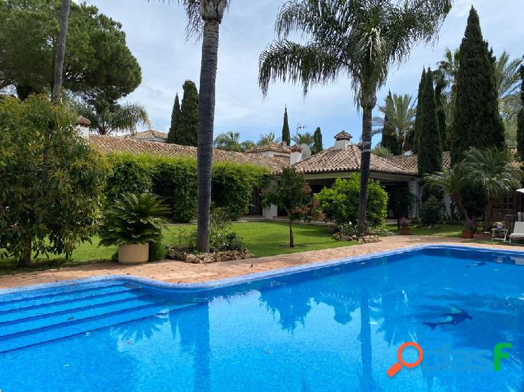 Villa con parcela 1600 frontal al golf nueva andalucia
