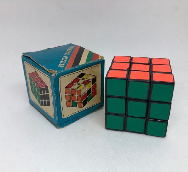 Antiguo cubo de rubik con caja original