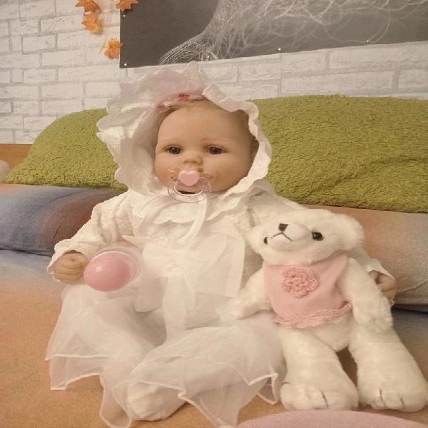 Muñeca tipo rebor, blandita y extremidades de silicona