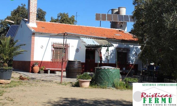 Venta de Finca con cortijo, olivar y dehesa en Córdoba