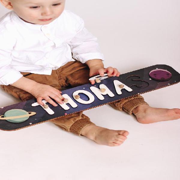 Nombre de madera rompecabezas espacio guardería tema bebé