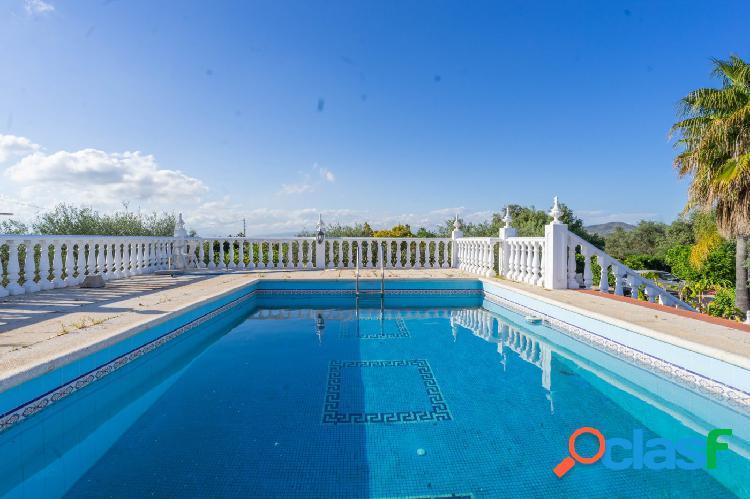 Apartamento situado en zona rural con piscina compartida y jardín