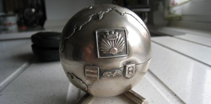 Antiguo trofeo bola del mundo en plata de ley 144 gms