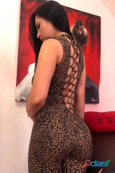 gaps...Victoria latina 32 años años cuerpo natarul
