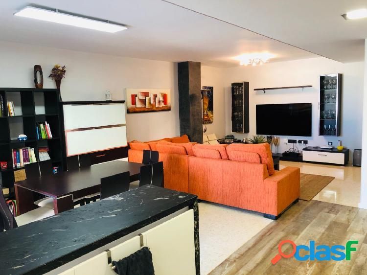 Piso de tres habitaciones con balcón, garaje y trastero en almassora