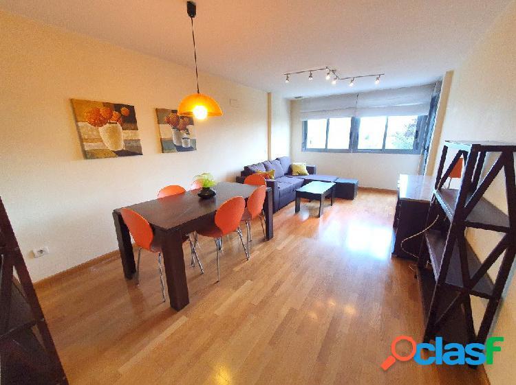 Se vende piso de pocos años en finca muy buena, en Avenida Hermanos Bou. Piso 1º con balcón y terraz