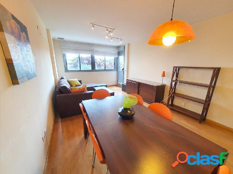 Se vende piso de pocos años en finca muy buena, en Avenida Hermanos Bou. Piso 1º con balcón y terraz 1