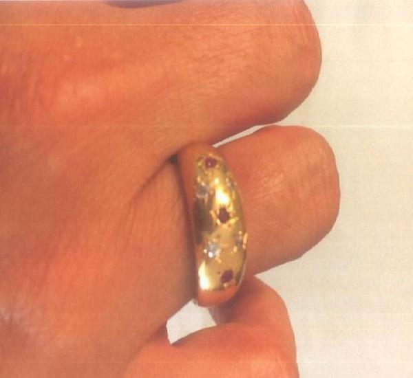 Anillo oro con circonitas. oro de 750 milésimas. peso 3,5