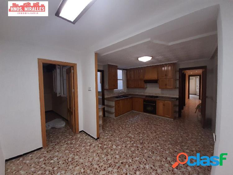 Interesante piso en zona centro y en muy buen estado.
