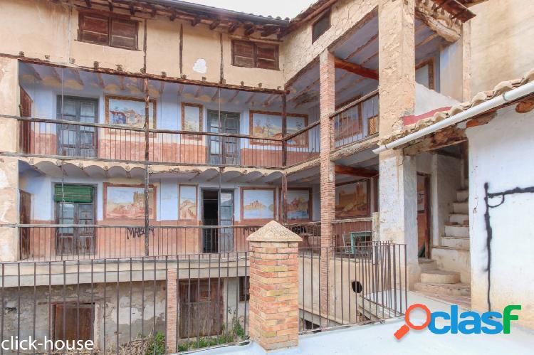 Casa histórica en centro ademuz, ideal para casa rural