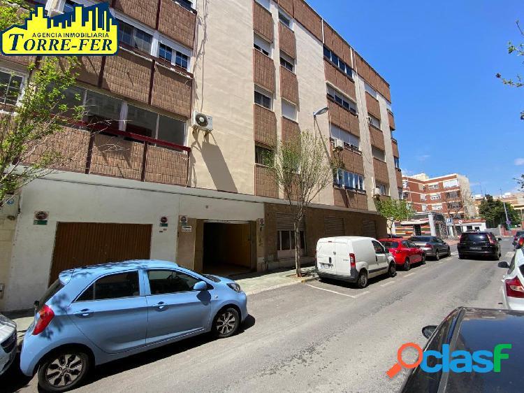 Local comercial en nueva andalucia. con vado de aparcamiento
