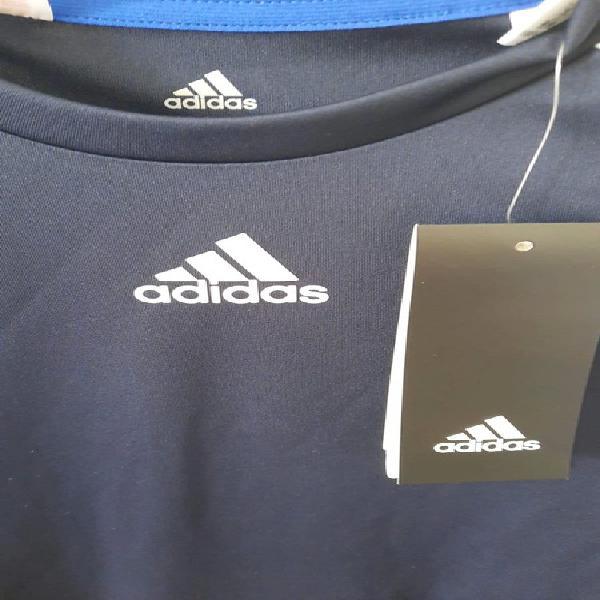 Camiseta adidas nueva, talla 5-6 (116)