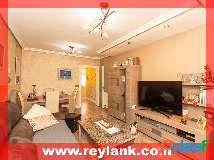 San fernando de henares 'zona centro' piso semi-nuevo de 3 habitaciones con trastero y plaza de garaje de acceso directo totalmente reformado. orientación oeste