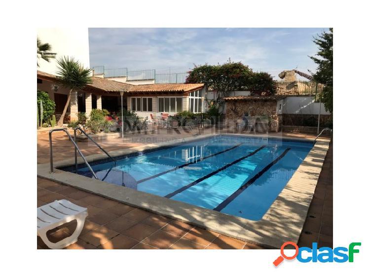 Vivienda unifamiliar de lujo con piscina privada y ascensor en zona ciutat jardí