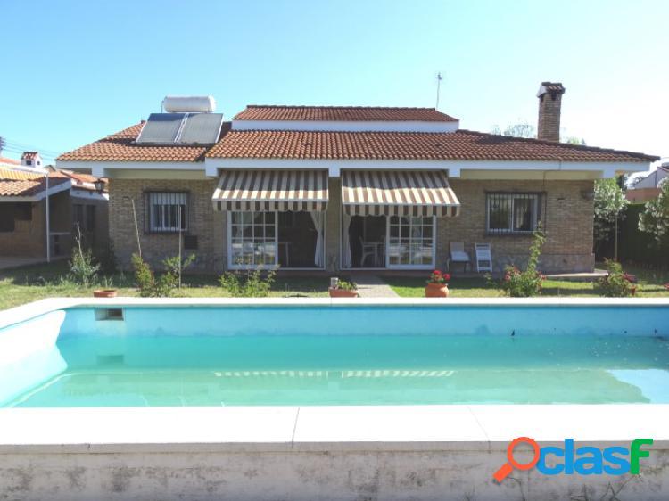Casa con parcela y piscina