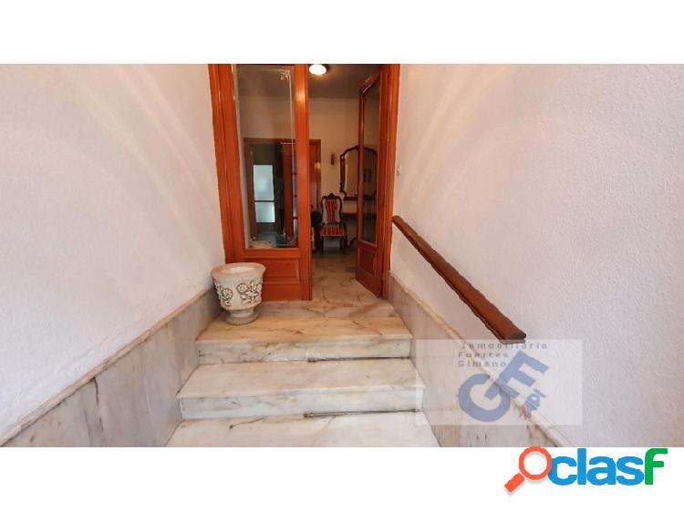 Excelente oportunidad de vivir en el centro de pozoblanco (casa con garaje) a un precio excepcional