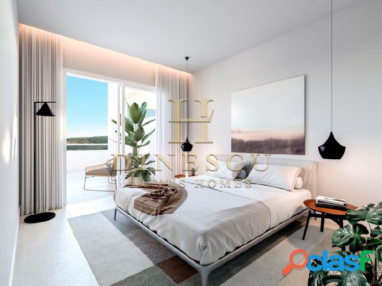 Espectacular casa con diseño moderno y vista panorámica en un campo de golf
