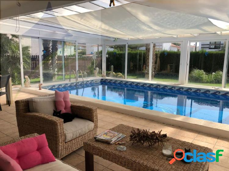 Chalet individual con piscina privada