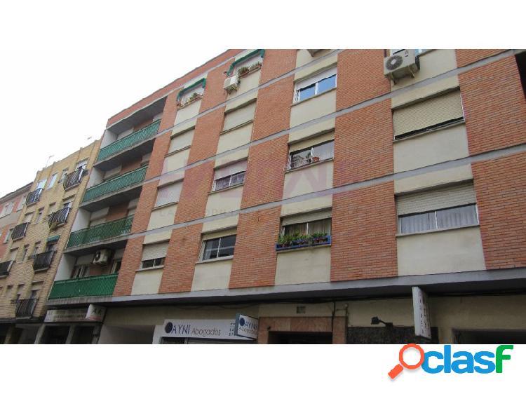 Junto Calle Delicias, tres habitaciones mas salon, CON PLAZA DE GARAJE EN LA MISMA FINCA