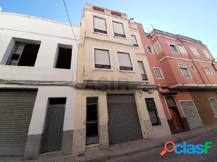 Casa en venta en zona céntrica de alzira.