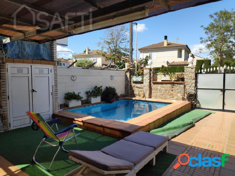 Casa al lado de la playa con piscina