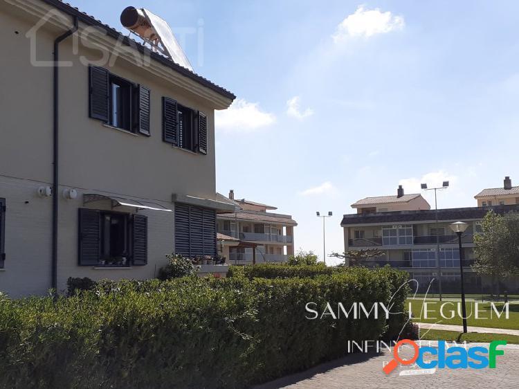 ¡¡ que no se te escape!!! … safti le ofrece una maravillosa casa pareada de 152 m2 parcialmente amueblada en una parcela de 220 m2. tiene 3 dormitorios, 2 baños, aseo, enorme cocina independi