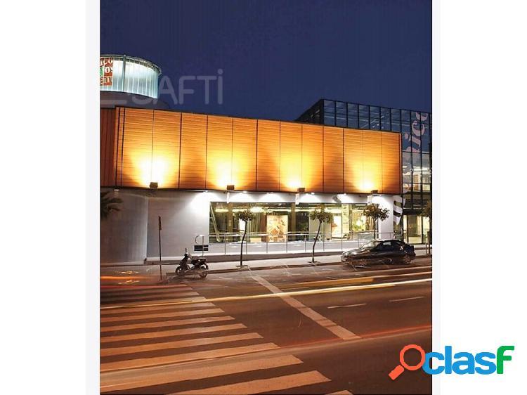 Gran local comercial ubicado en una de las mejores zonas de torrevieja, posiblidad alquiler con opcion a compra.