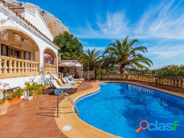 Preciosa villa en alquiler anual a partir de septiembre 2021 en jávea