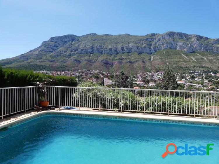 Villa rústica con encanto y vistas espectaculares al majestuoso montgó.