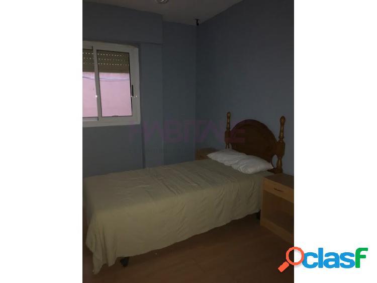 Piso con galería, 4 dormitorios, 2 baños, amueblado. 3