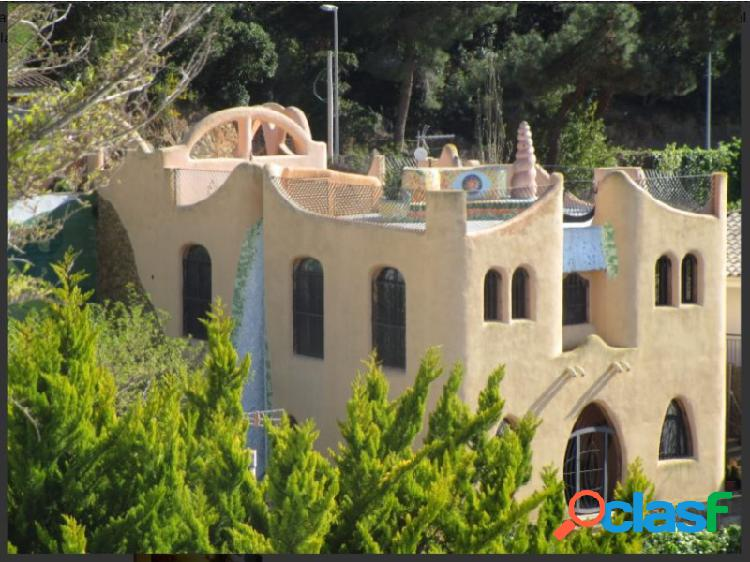 Casa de estilo gaudí, en canyellas