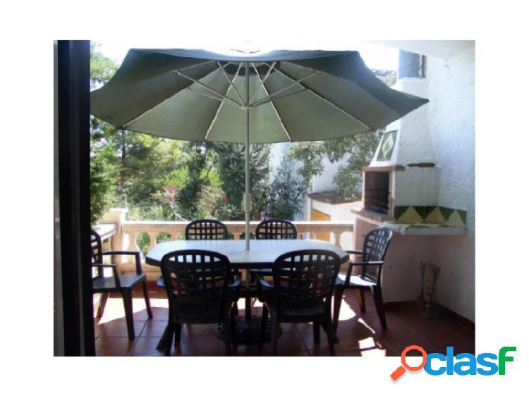Grata casa esquinera, con hermosas vistas, cerca playa, vista mar en urbanización privada, con tranquilidad y seguridad. 2