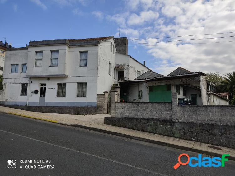 Casa en núcleo urbano (santamarina) con parcela