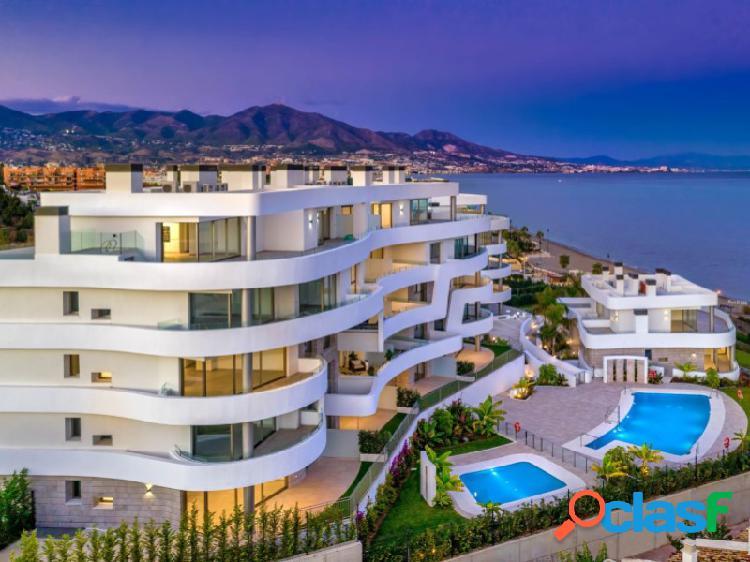 Apartamentos frente a la playa con vistas panorámicas al mar mediterráneo