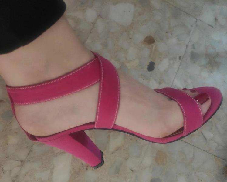 Pilar burgos sandalias fucsia. ideales para fiestas y