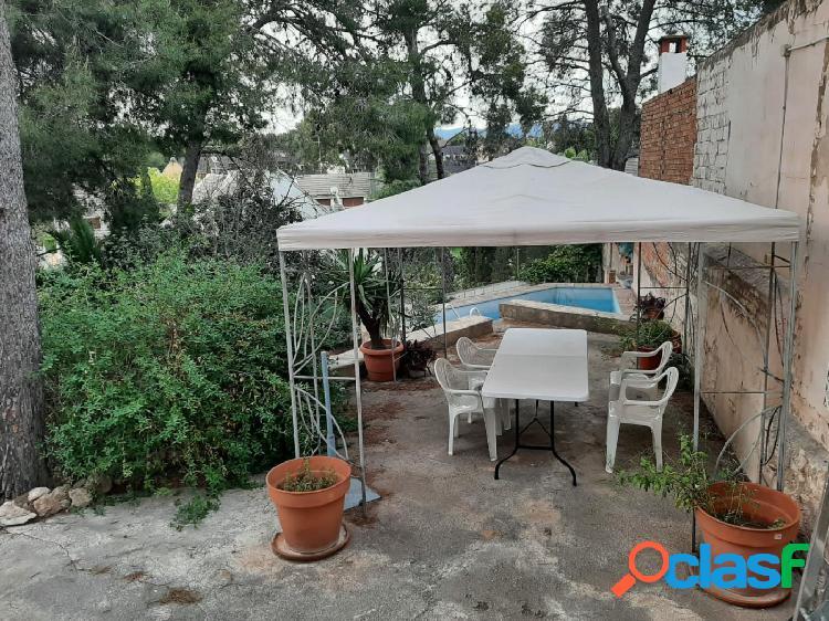 Chalet adosado con piscina y jardín en la cañada