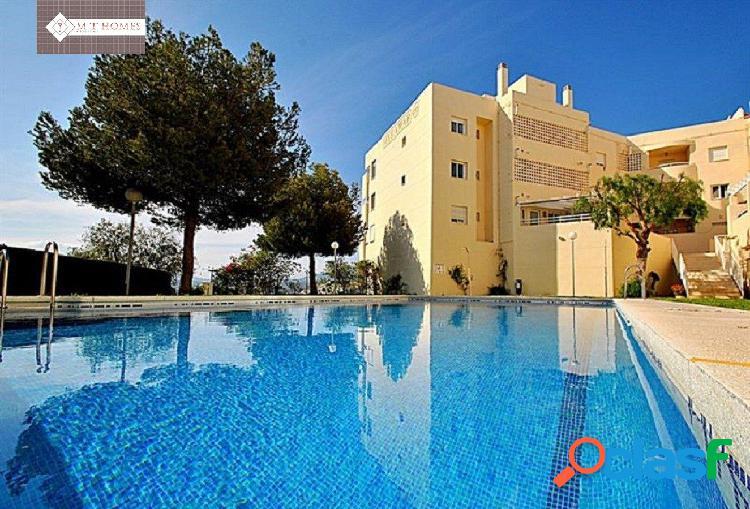 Piso en urbanización privada con garaje y piscina zona el castillo de fuengirola