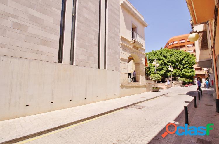 Amplio local comercial en una de las zonas de paso más conocidas de San Vicente 1